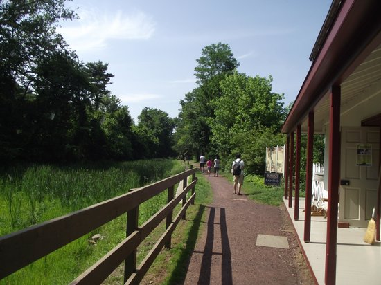 Delaware Canal: Locktener's house