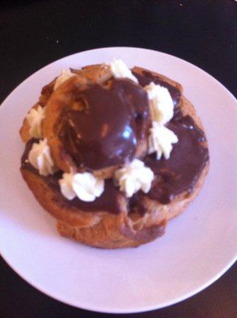 Les Delices de Josephine: Chocolate eclair