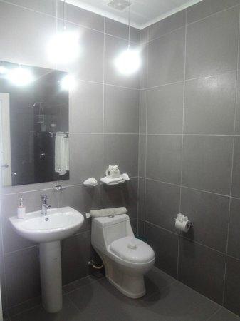 Hotel Plaza Yara: Bathroom