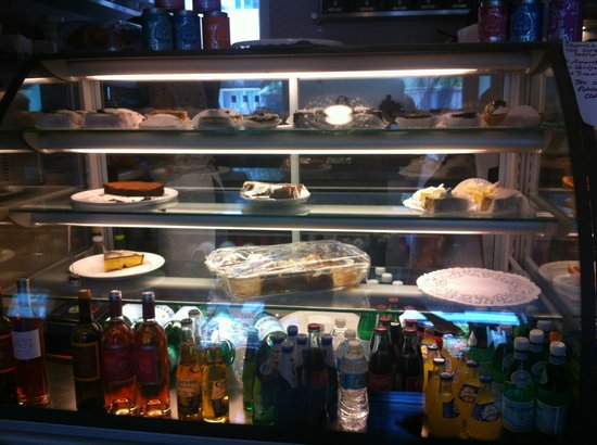 Les Délices de Joséphine : Lots of goodies to choose from!