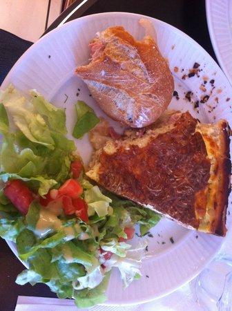 Les Delices de Josephine: Ham & cheese baguette, quiche with a side salad