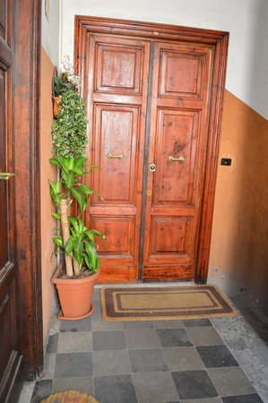 Interno5: Entrance doors