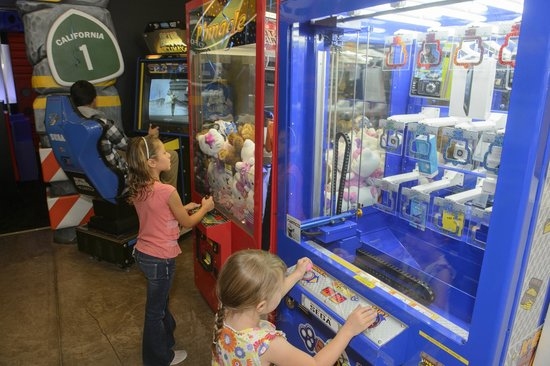 Highway 1 Golf Games and Grub: crane games too!