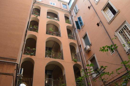 Interno5: Courtyard