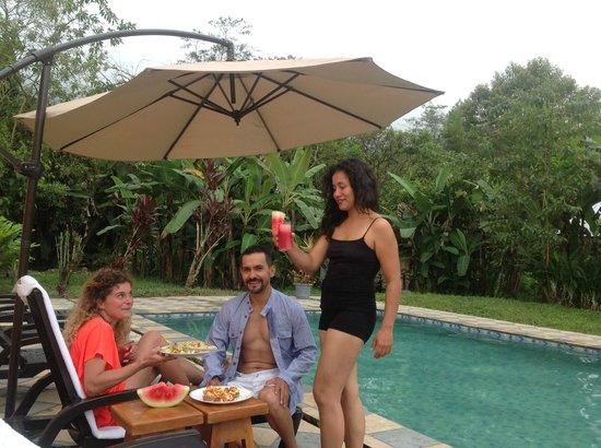 Casa de Piedra: Snacks by the pool