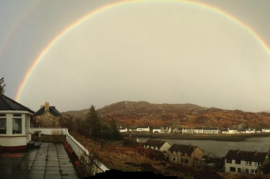 The Rose Guest House: Rainbow over Lochinver, seen from the B&B