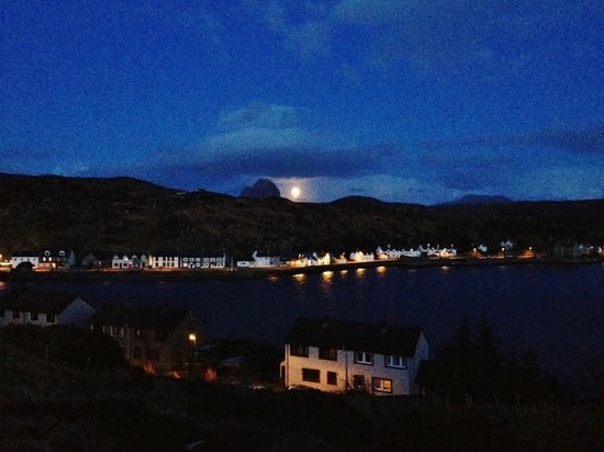 The Rose Guest House: Lochinver by night, seen from the porch