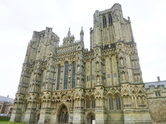Wells Walking Tours : the West Front