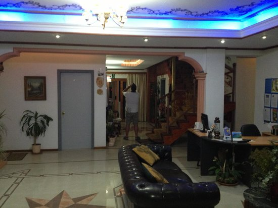 SunCity Hotel Studios: The foyer of hotel