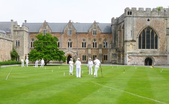 Wells Walking Tours: croquet on the lawn