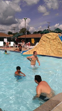 Black Hawk Motel: Fun at the Black Hawk Pool