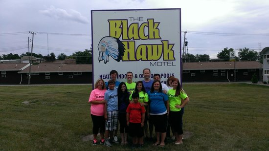 Black Hawk Motel & Suites: The Whole Gang