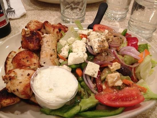 Red Flame : greek salad and chicken pita