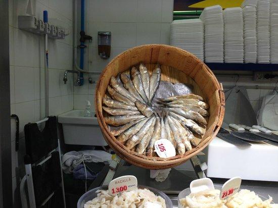 queso y embutidos  fotografía de Mercat De Sant Antoni ea93f9b7722