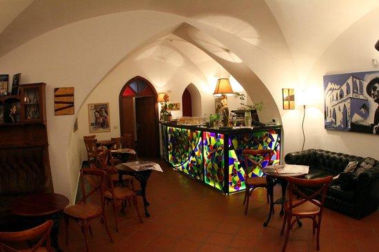 Luchino Visconti Museum - Villa La Colombaia: Cafè letterario alla Colombaia