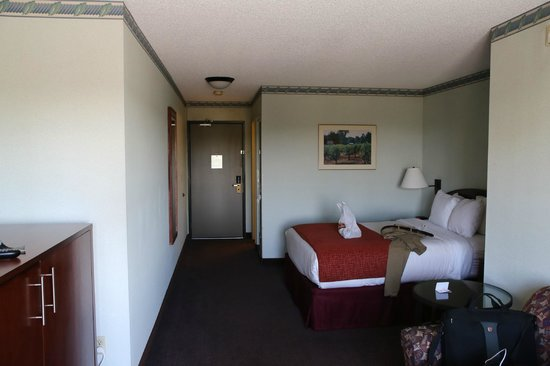 Clarion Hotel Seattle Federal Way: room