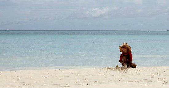 Boracay Ecovillage Resort and Convention Center: Playing at the beach.
