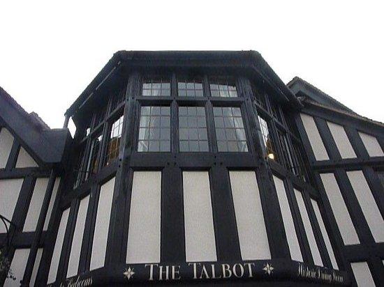 Talbot Hotel: Imposing site..