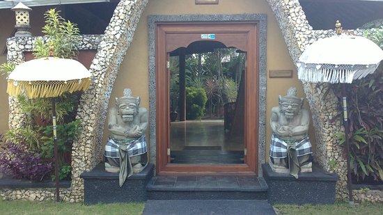Puri Madawi: l'entrée de l'hôtel
