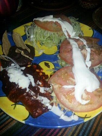 La Fonda de la Noche: There is authentic Mexican bites underneath the lettuce!