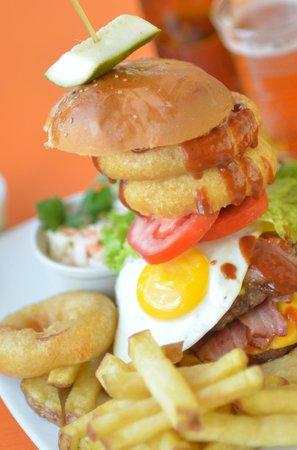 Fuego, Burgers and Barbecue Restaurant: Super hamburguesa