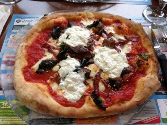 Pizza con ricotta e melanzane saltate in padella - Picture of La ...