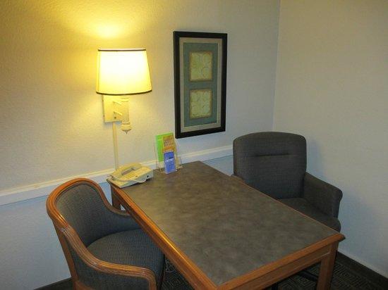 La Quinta Inn Bossier City: desk