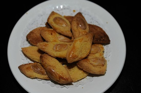 Choi's: Almond cookies