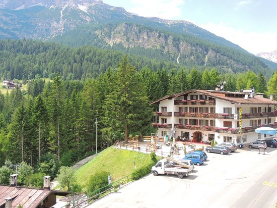 Hotel des Alpes: Olhando pra direita na varanda