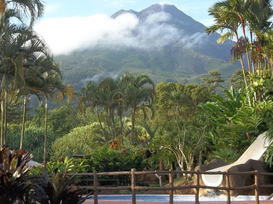 Los Lagos Hotel Spa & Resort: Arenal Volcano from the Swimming Pool