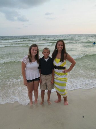 Splash Resort Condominiums Panama City Beach: Kids in front of the emerald coast waters.