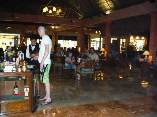 Iberostar Tucan Hotel: Bar lounge