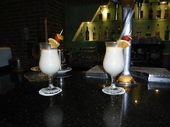 Iberostar Tucan Hotel: Pina Coladas at the bar lounge