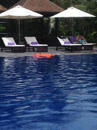 Ana Mandara Hue: Relaxing area to sit in the Pool Area
