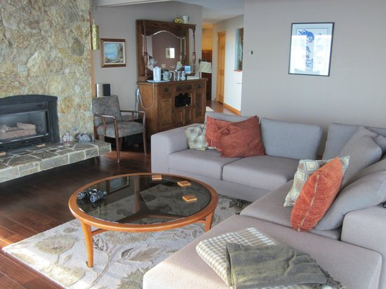 Four Winds Beach House & Spa: Common living room
