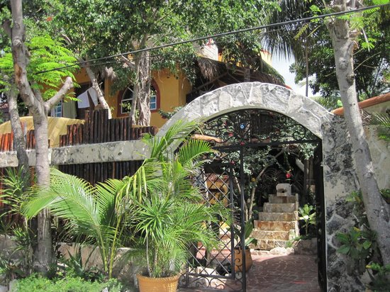 Maison Tulum: Front gate from the street
