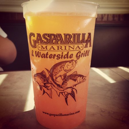 Waterside Grill: Cool soda cups!