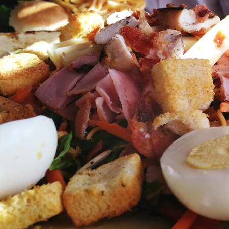 Waterside Grill: Delicious Cobb salad
