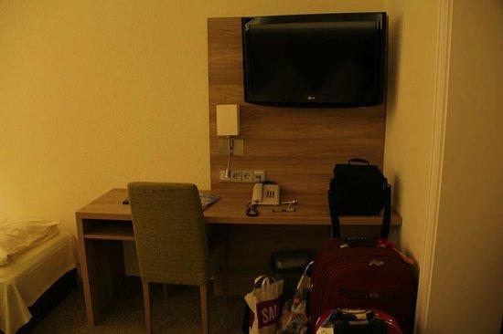 Jedermann Hotel: Room