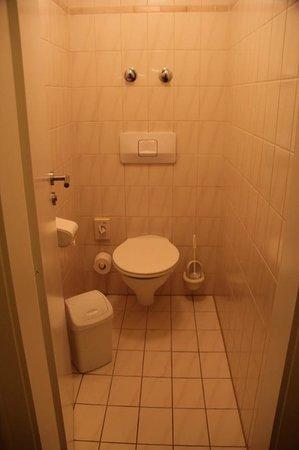 Jedermann Hotel: Bathroom