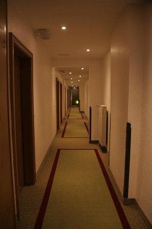 Jedermann Hotel: Hotel inside