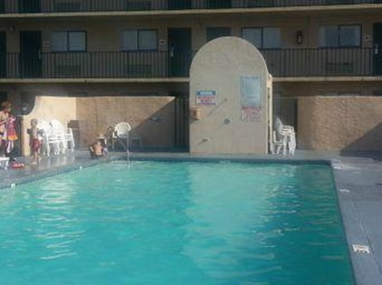 Beachside Resort Hotel: 8/2/13... pool