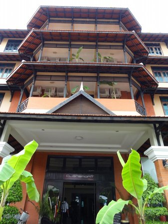 Angkor Panoramic Boutique Hotel: External view of hotel