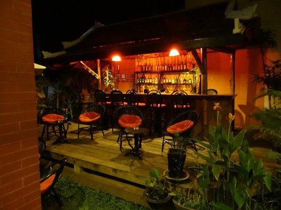 Angkor Panoramic Boutique Hotel: At night