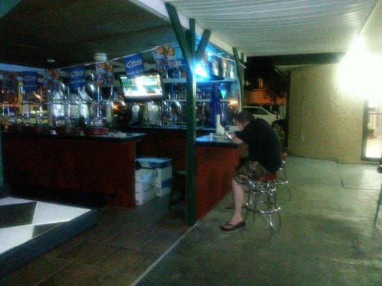 Beachside Resort Hotel: 8/2/13...the outside bar