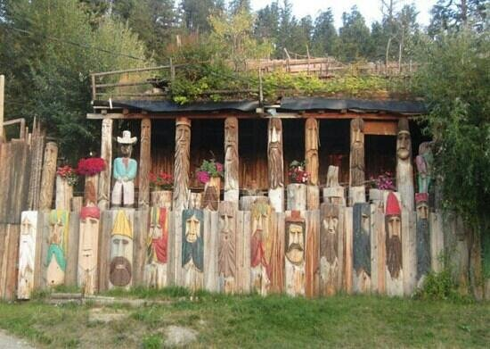 Radium Hot Springs, Canadá: Radium Woodcarver