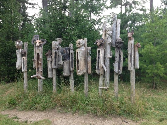 Vermont Guided Tours: Estate Tour - Art Work on the way to the barn