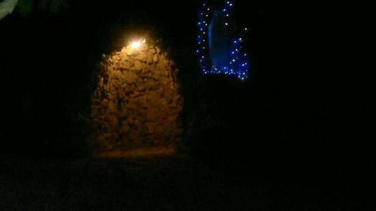 Assisi Garden: grotta nel giardino