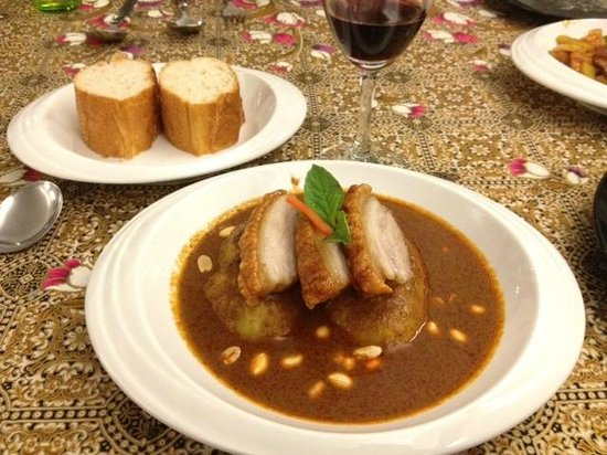 the massaman curry with crispy pork photo de maximato thai fusion cuisines chiang mai. Black Bedroom Furniture Sets. Home Design Ideas