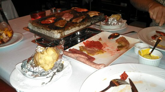 Don Carlos Leisure Resort & Spa: Dinner in Puerto Banus - The Old Grill - cook your own meat on a stone